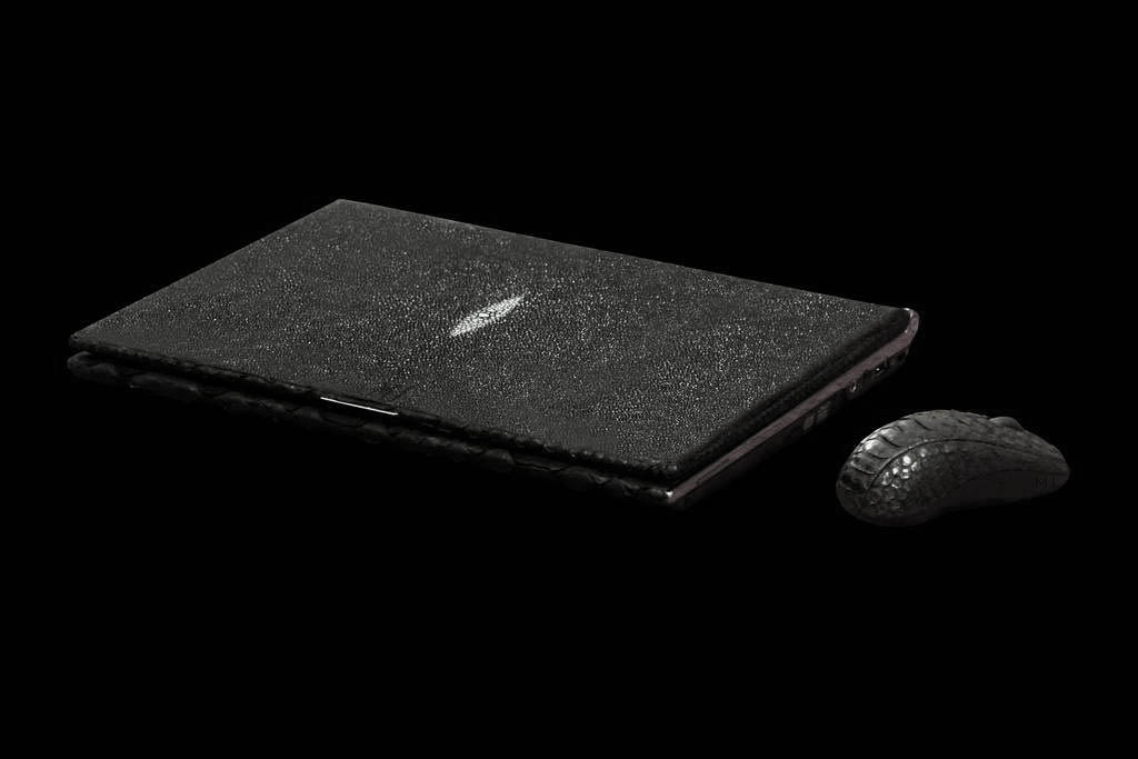 Laptop MJ Black Eye Genuine Leather Edition - Stingray Skin. Royal Kit. Mouse Made From Cobra Skin. USB Flash From Titan.